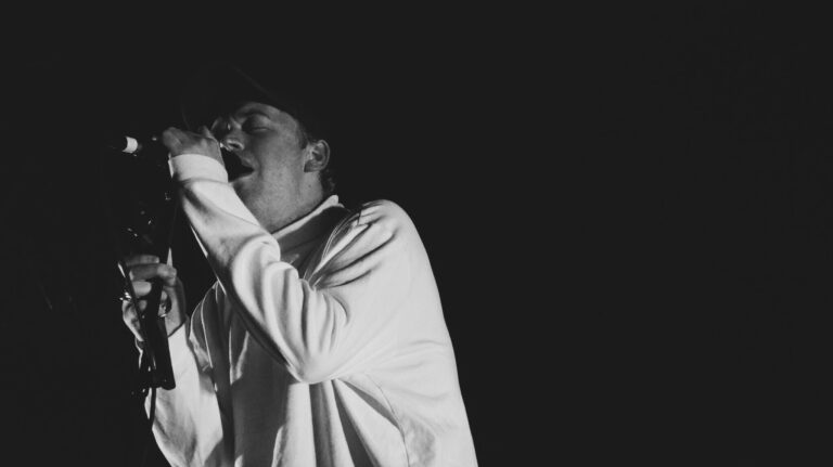 Live Review: DMA'S Quiet Acoustic Meets Energetic Indie Rock